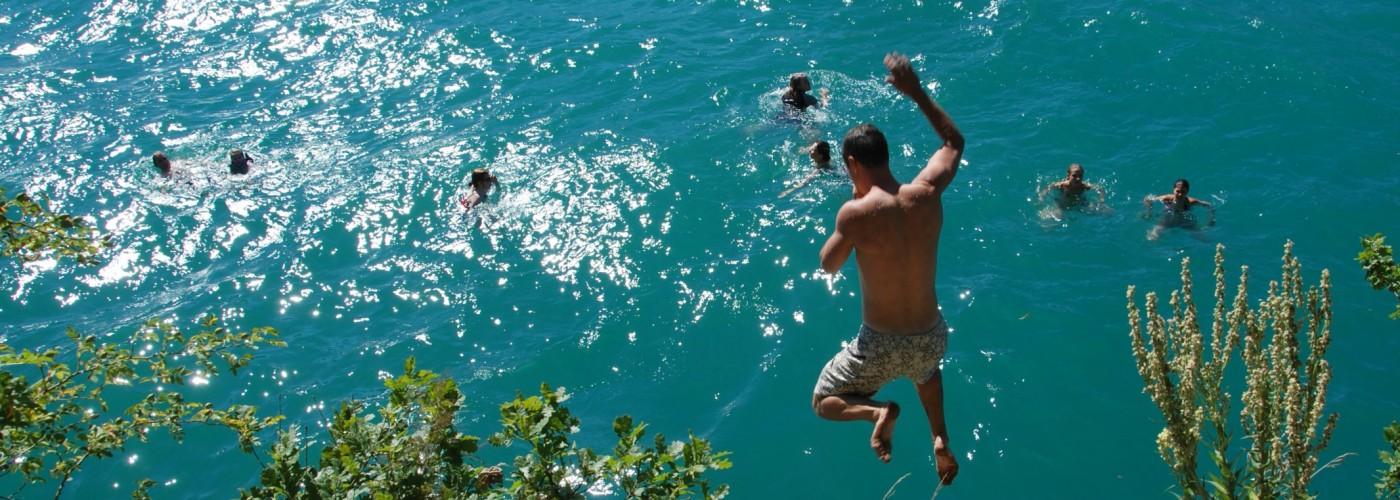 Saut et baignade dans le lac d'Annecy
