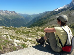 Randonneur au plan de l'Aiguille dans le massif du Mont Blanc